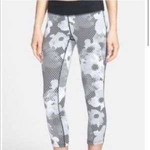 Nike Gray & White Floral Cropped Leggings Size S